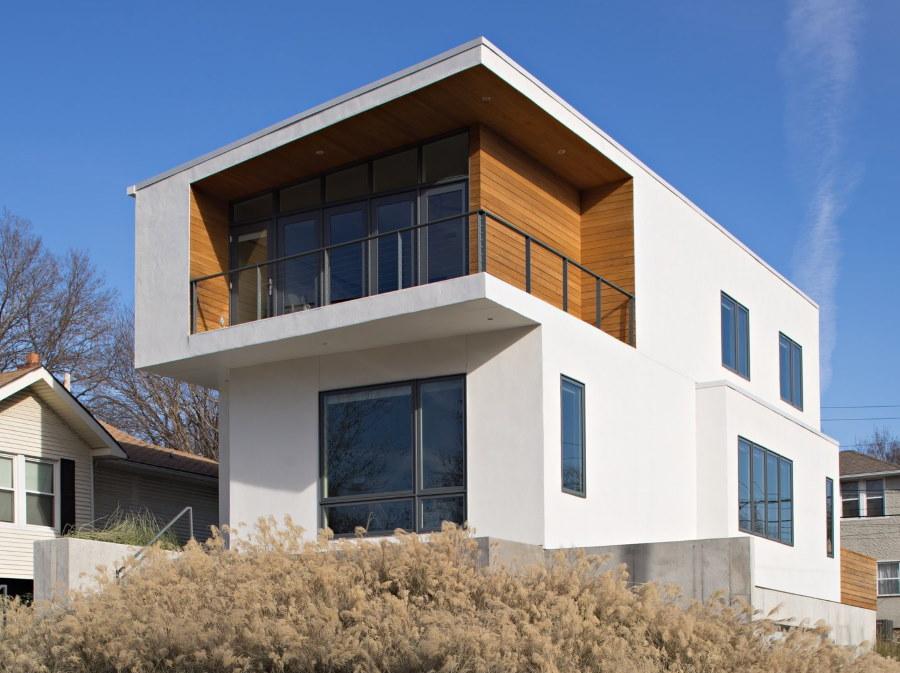 Дизайн двухэтажного дома с угловым балконом