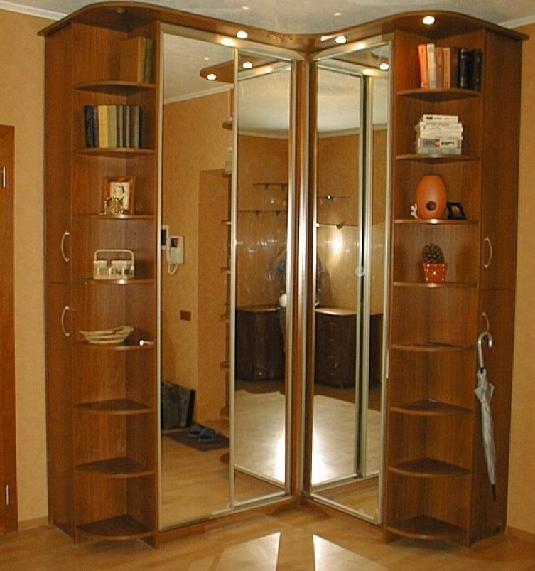 Угловой шкаф комбинированного типа с зеркалами