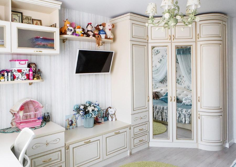 Шкаф из МДФ в углу детской комнаты