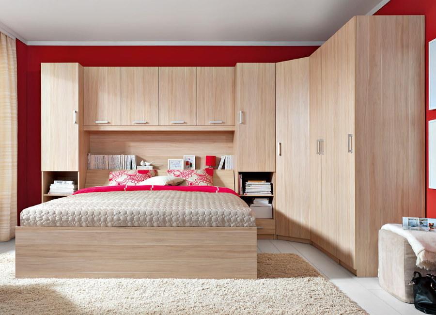 Комплект мебели для спальни с угловым шкафом и кроватью