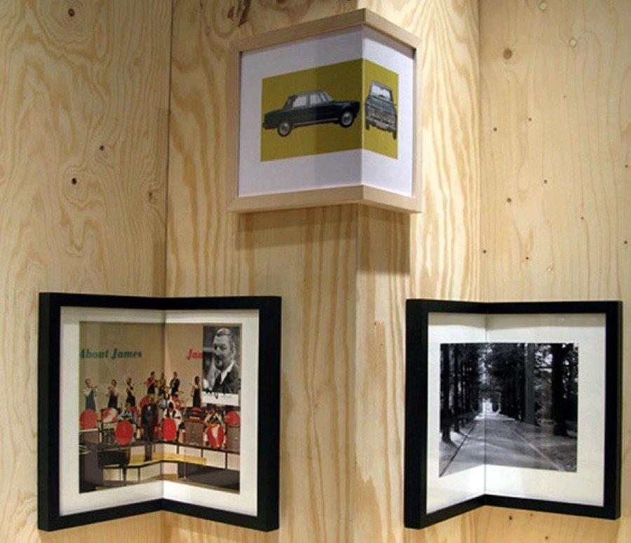 Фото в угловых рамках на выступе стены