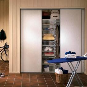 узкая длинная гардеробная фото интерьера