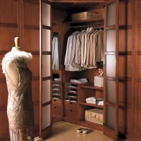 узкая длинная гардеробная оформление фото