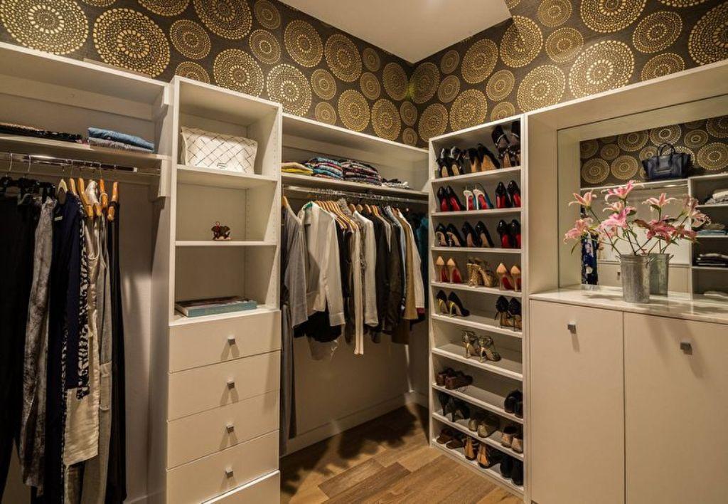 узкая гардеробная стиль хаки