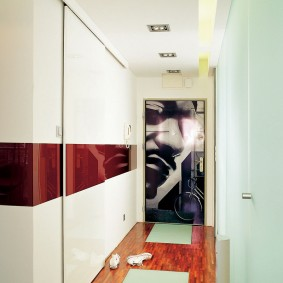 Фотопечать на внутренней поверхности входной двери