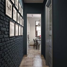 Серый кирпич в интерьере маленького коридора