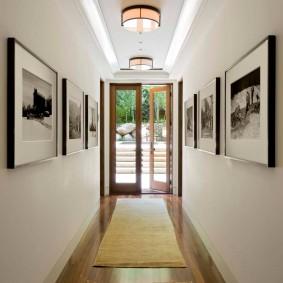 Длинный коридор в загородном доме