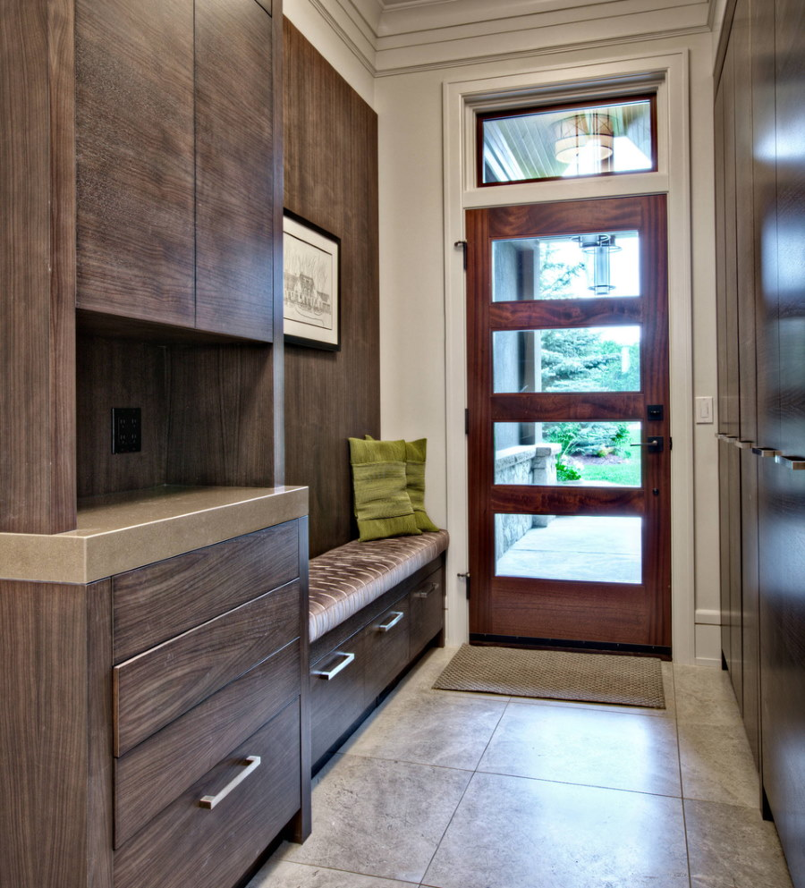 Меблировка узкой прихожей в частном доме