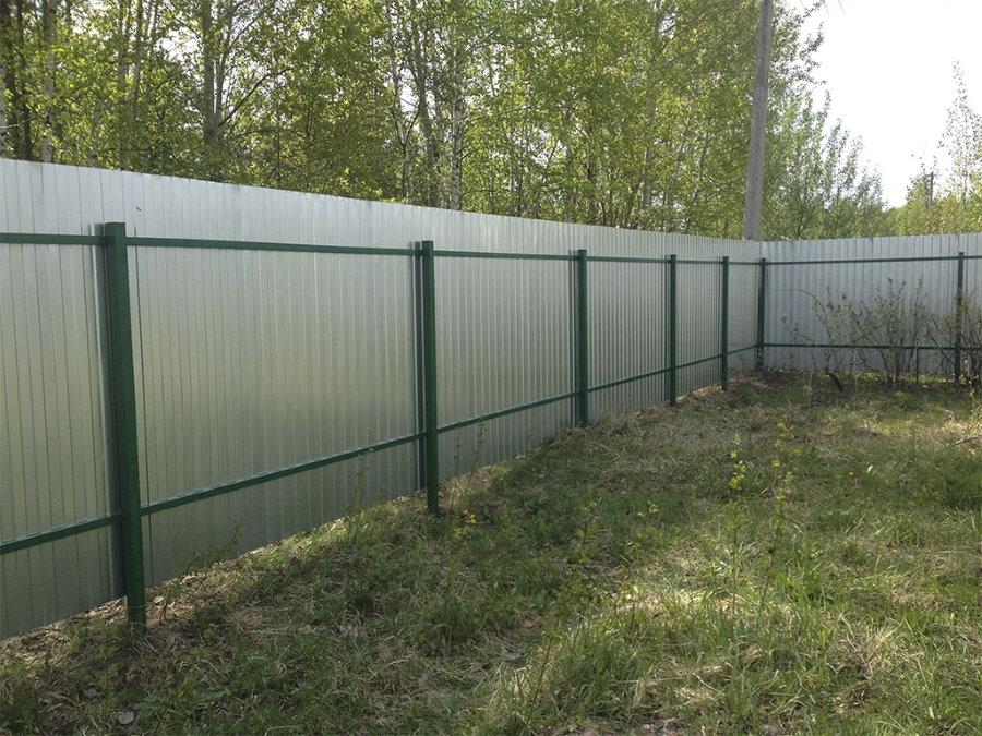 Садовый забор из листа с оцинкованным покрытием