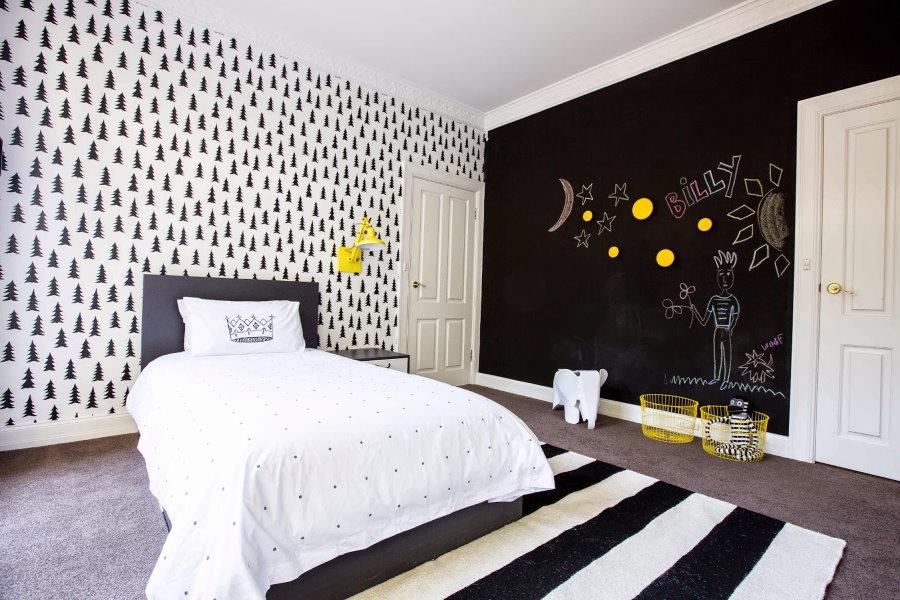 Желтый цвет в качестве акцентов в спальне мальчика