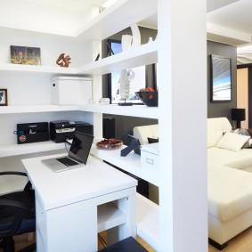 зонирование гостиной с компьютерным столом