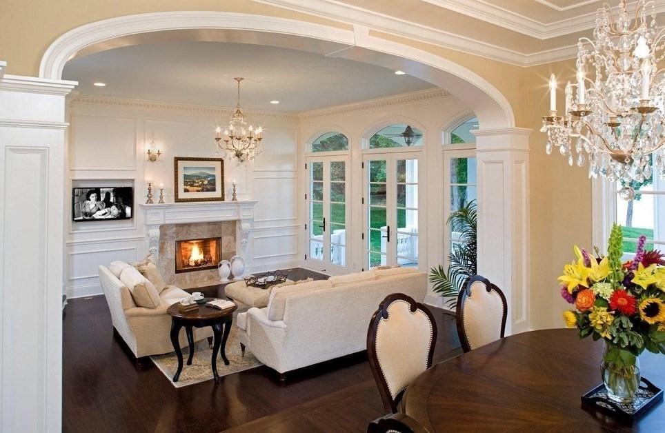 Арка в форме эллипса в гостиной классического стиля