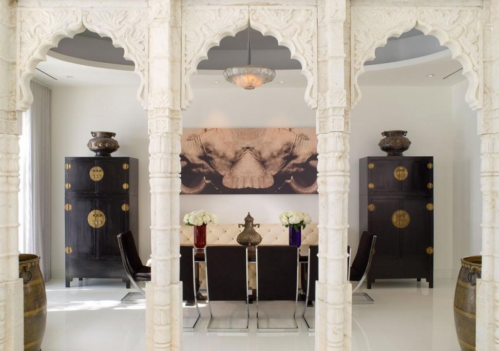 Арка в восточном стиле в этническом интерьере зала