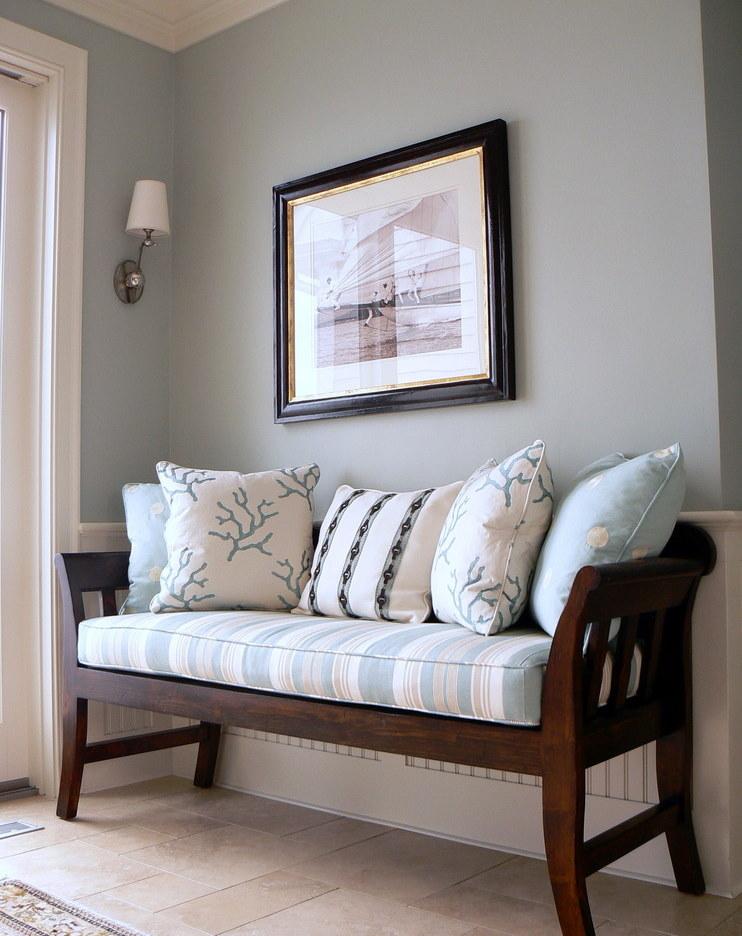 Деревянная банкетка с подушками и матрасом