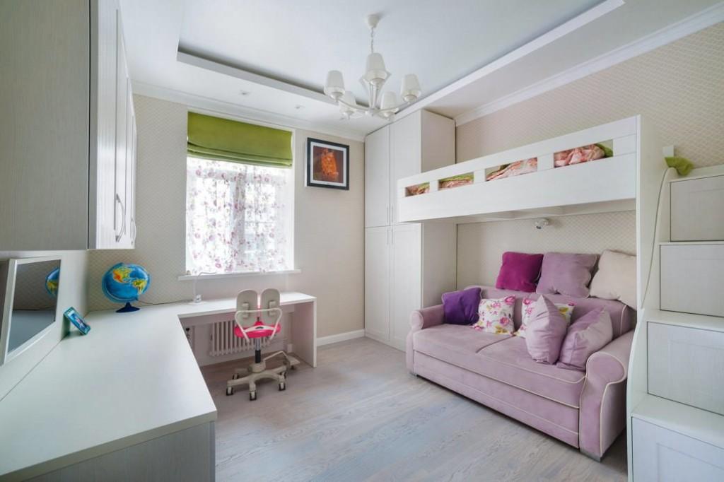 Розовый диванчик в белой комнате подростка