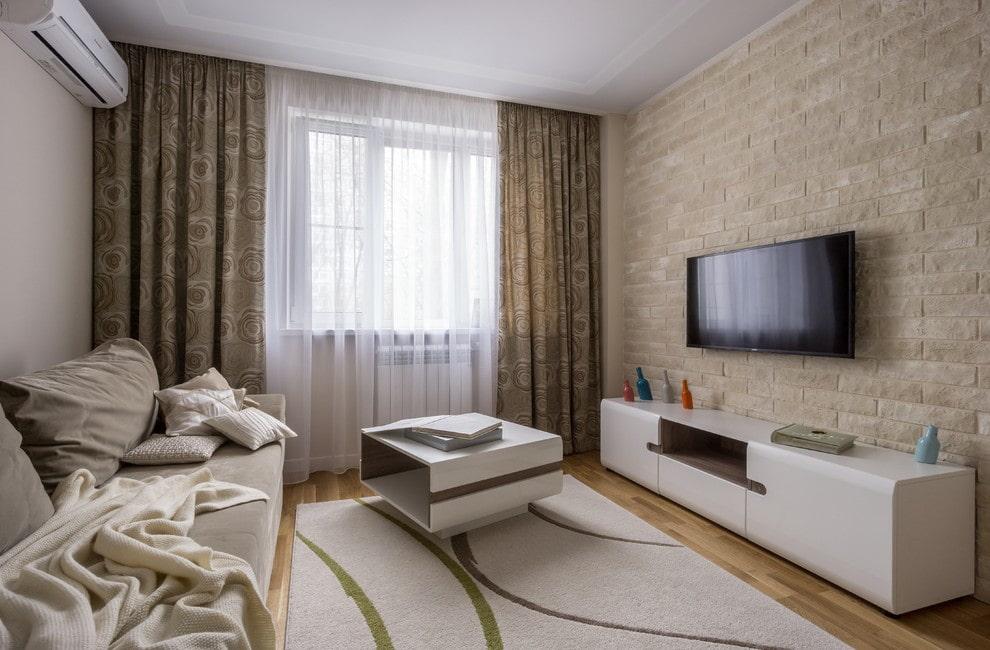 Светлый ковер в гостиной комнате