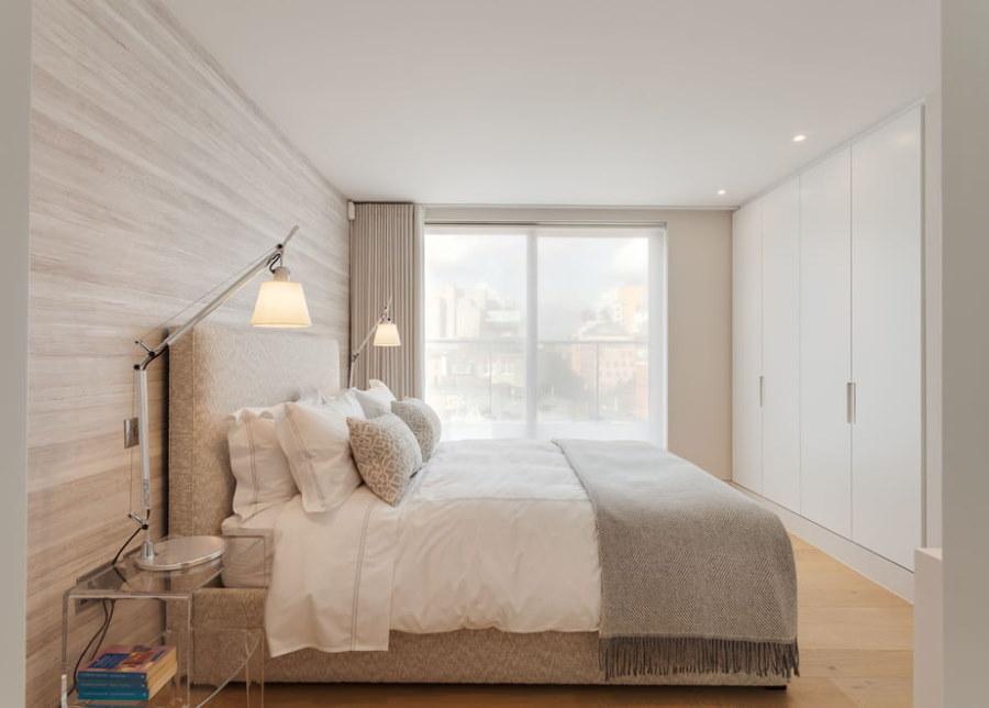Маленькая спальня с потолком из гипсокартона