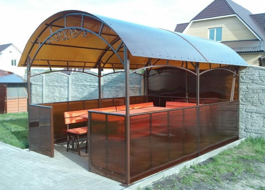 Беседка с арочной крышей из поликарбоната