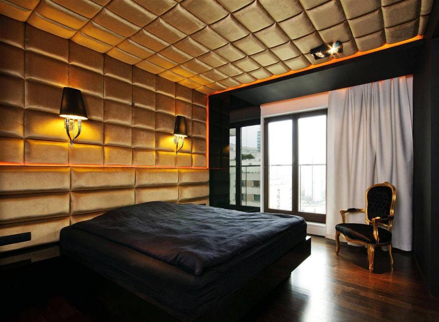 Мягкая обивка стены и потолка в спальне с черной стеной