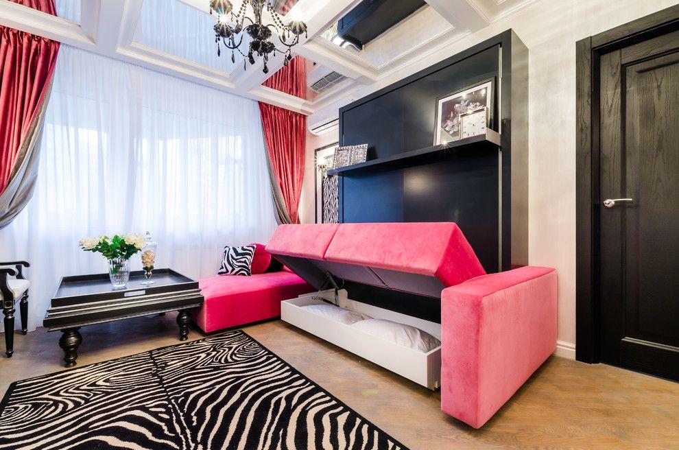 Розовая обивка на диване-трансформере