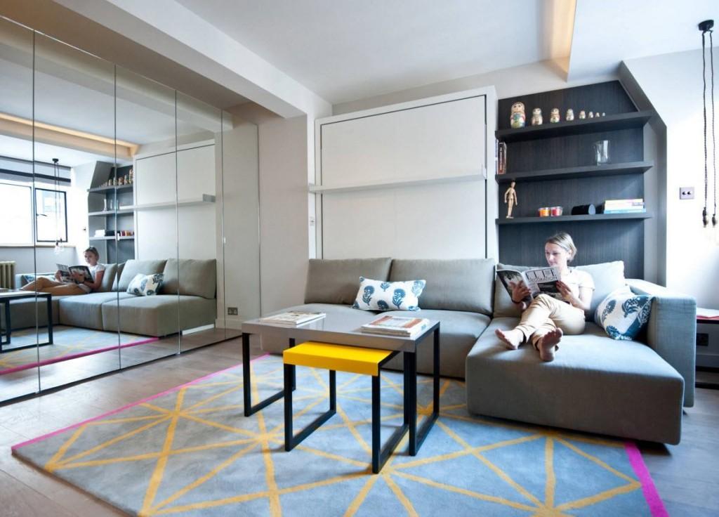 Удобный диван в однокомнатной квартире