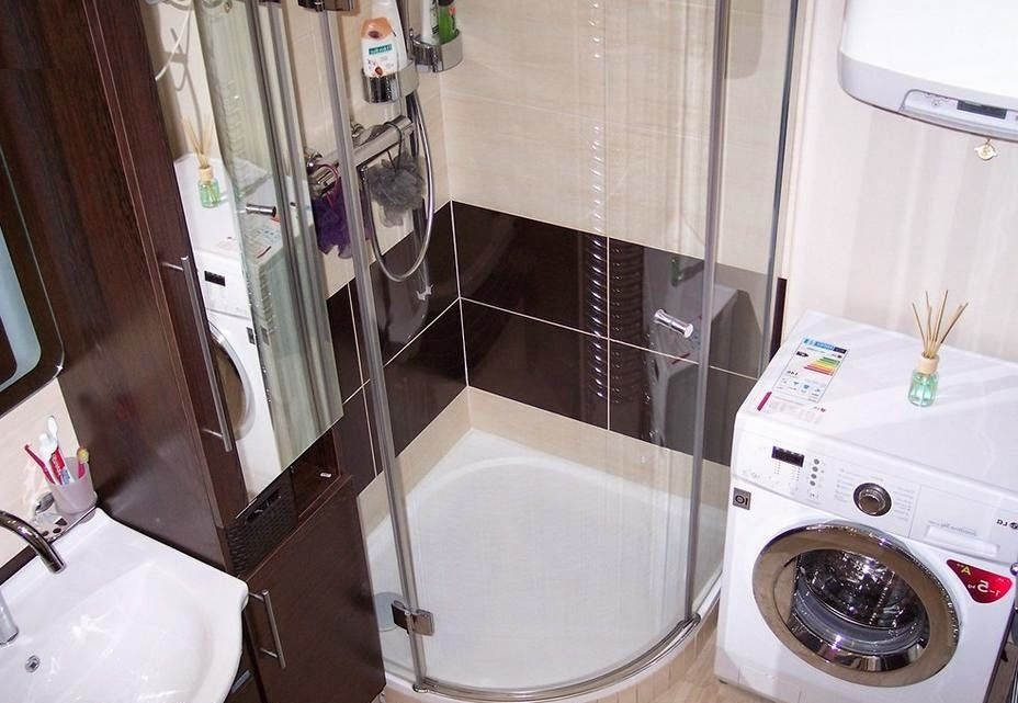 Угловой душ в ванной комнате хрущевки
