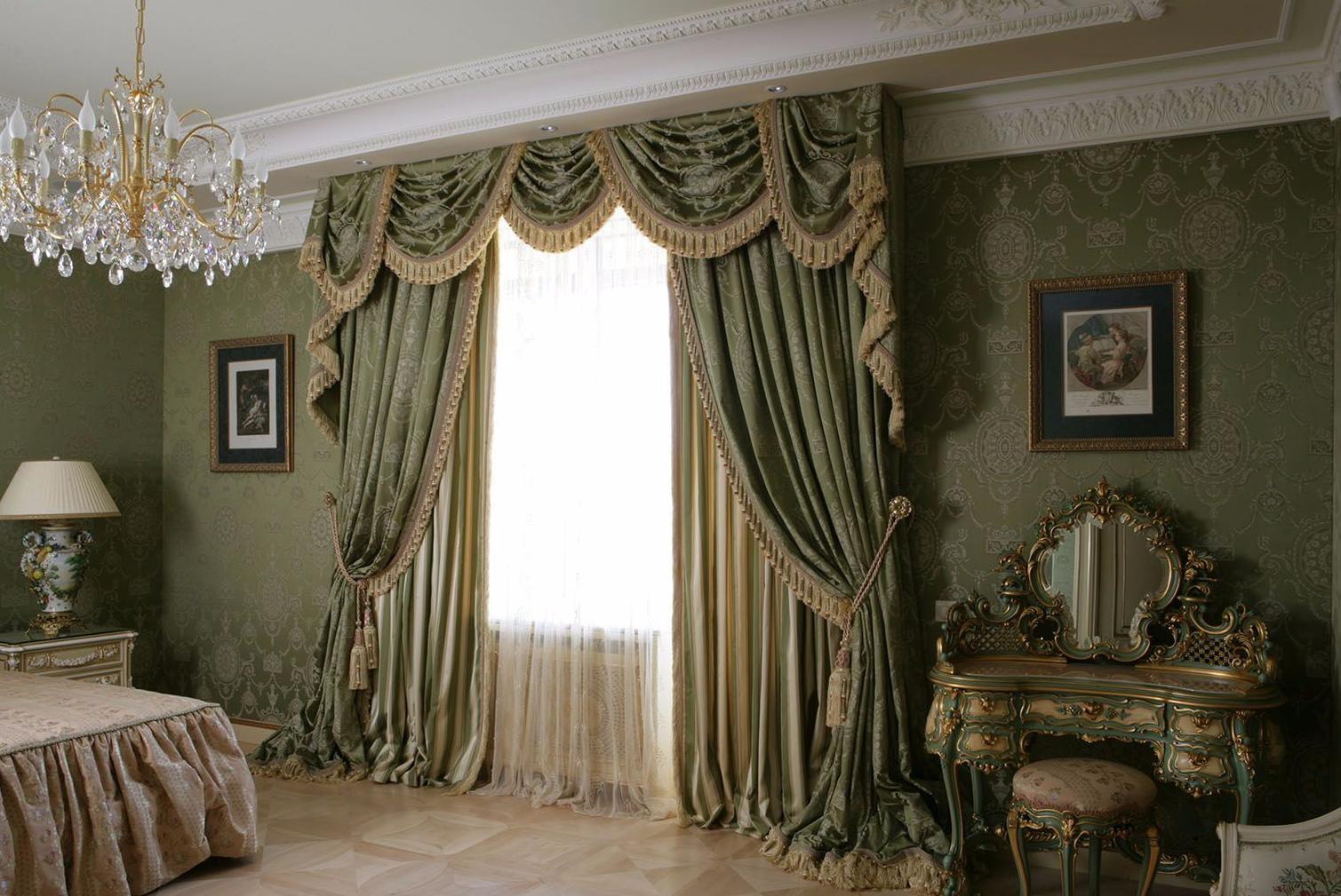 двойные шторы в гостиной в классическом стиле