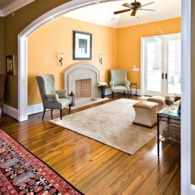 Зонирование зала прямоугольным ковром