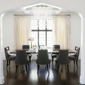 Обеденный стол в стиле модерна