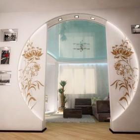 Круглая арка в трехкомнатной квартире
