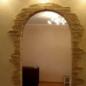 Отделка арки натуральным камнем