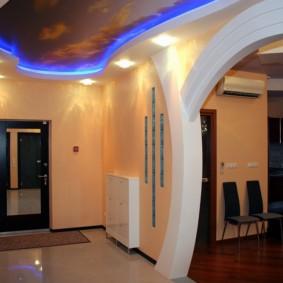 Голубая подсветка натяжного потолка