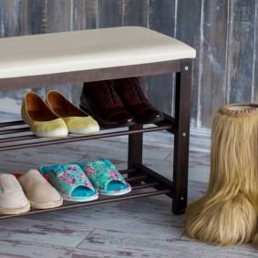 Полочки для хранения обуви в банкетке с сидением