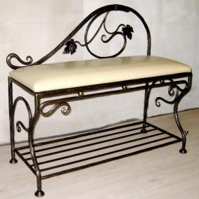 Кованная мебель для прихожей в квартире