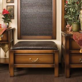 Деревянная мебель в коридоре частного дома