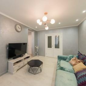 Минимум мебели в общей гостиной