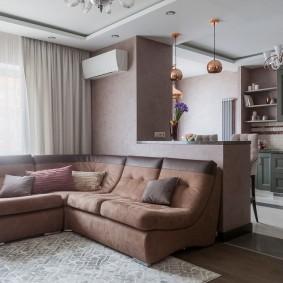 Угловой диван перед барной стойкой