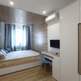 Современная спальня с белым шкафом