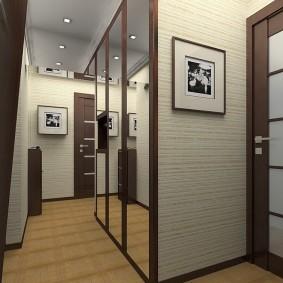Встроенный шкаф в коридоре квартиры