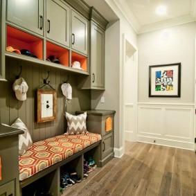 Встроенная мебель в прихожей частного дома