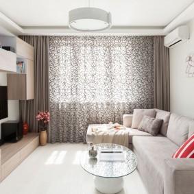 Светлый пол в маленькой гостиной