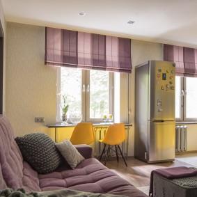 Полосатые шторы на окнах в квартире