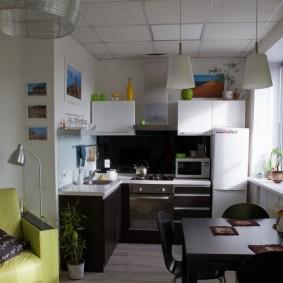 Небольшая кухня-гостиная в хрущевке с тремя комнатами