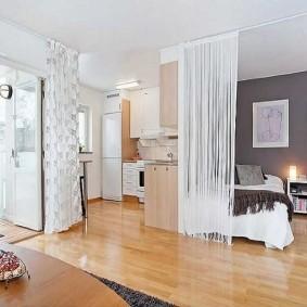 Деревянный пол в квартире студийной планировки