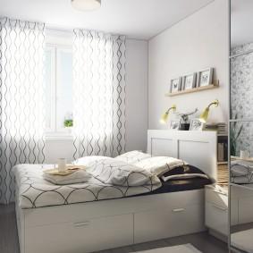 Небольшая спальня в городской квартире