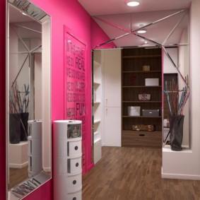 Яркая стена розового цвета