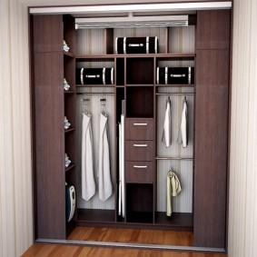 Встроенная система хранения одежды в коридоре