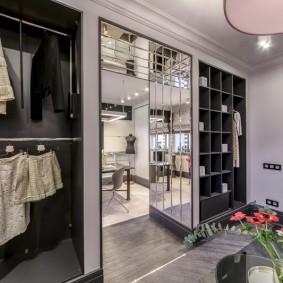 Шкаф-перегородка между прихожей и гостиной