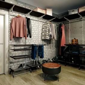 Открытый гардероб в стиле лофта