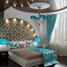 Дизайн спальной комнаты с комбинированным потолком